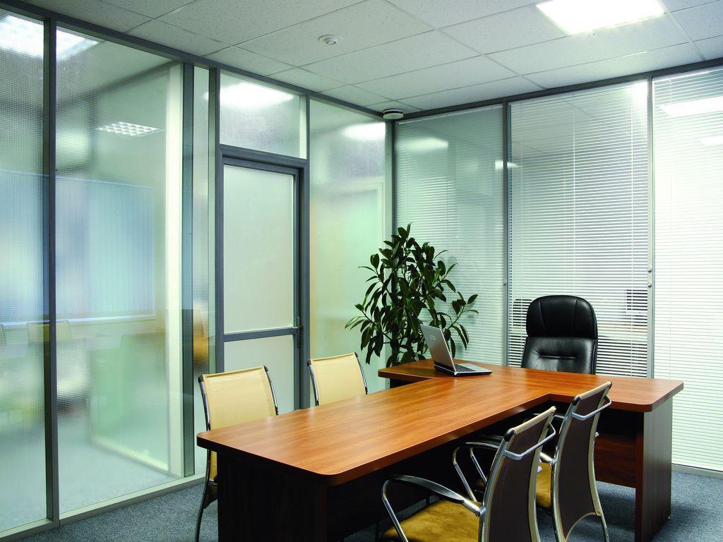 Преимущества стеклянных офисных перегородок.