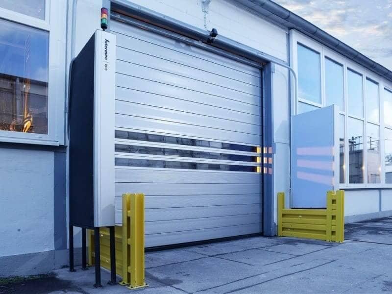 Шлагбаум и скоростные ворота как средства пропуска